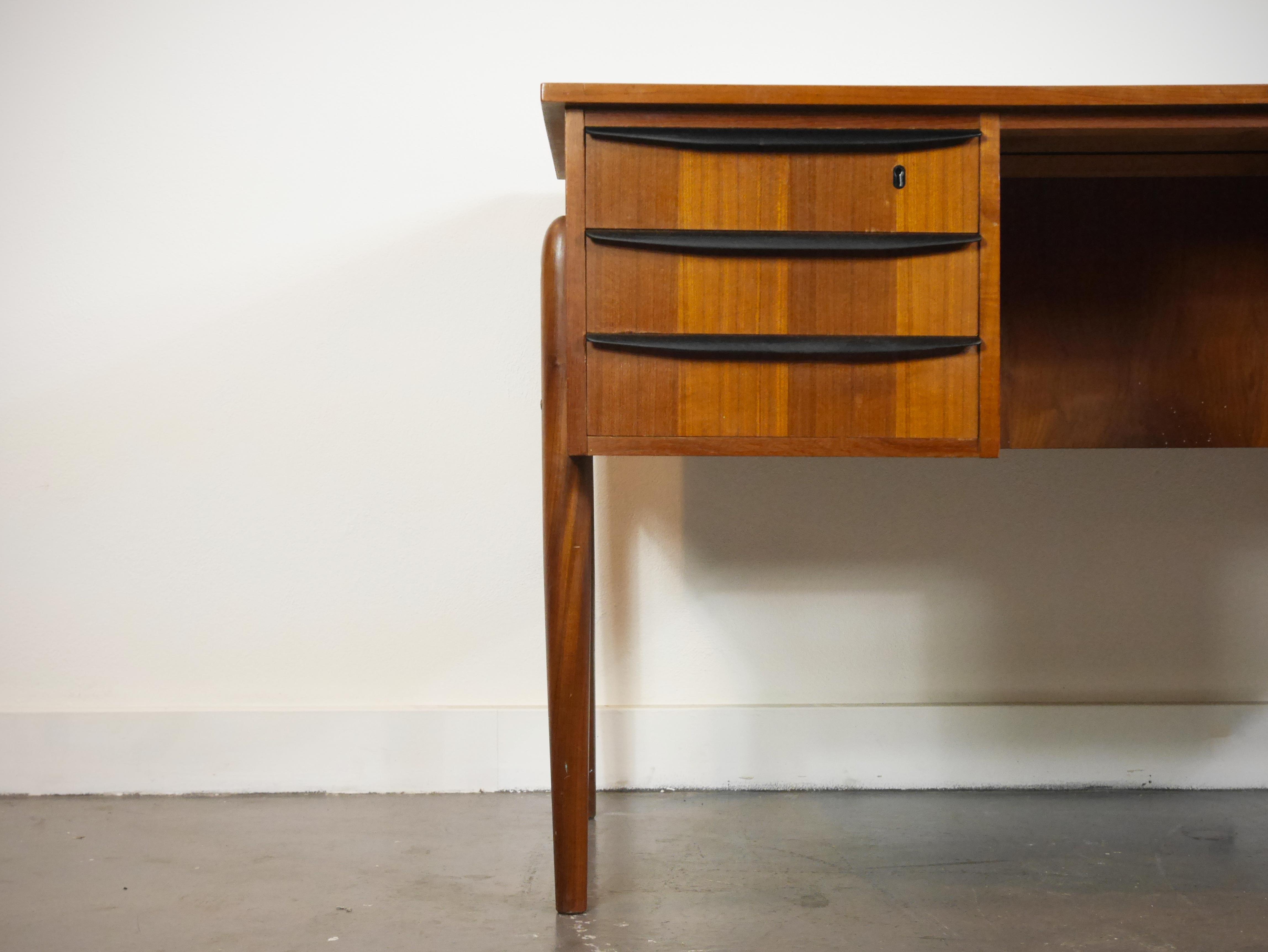 Bureau double desk office dividers ikea ikea wood desk for Enfilade ikea